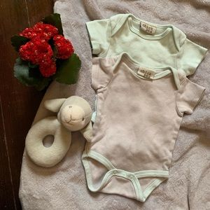 CHICK PEA onesie set